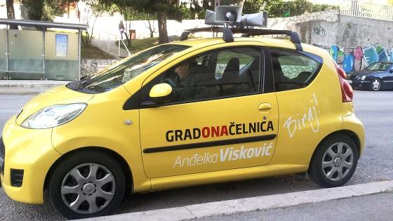 Oslikavanje auta - kampanja za gradonačelnicu grada Splita - Split, Dalmacija, Hrvatska